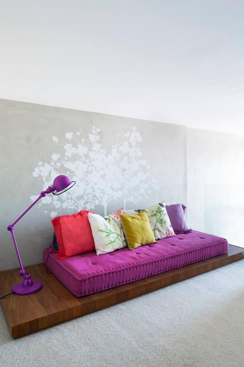 Mirante House: Salas de estar modernas por Gisele Taranto Arquitetura