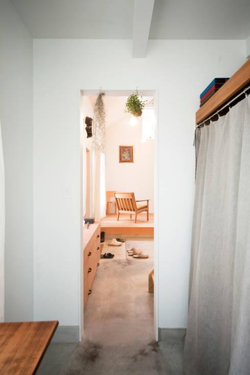 秦野ハウス Hadano House: straight design labが手掛けた浴室です。