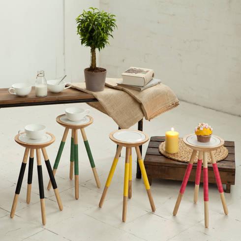 Tea for one table: modern Living room by Design K