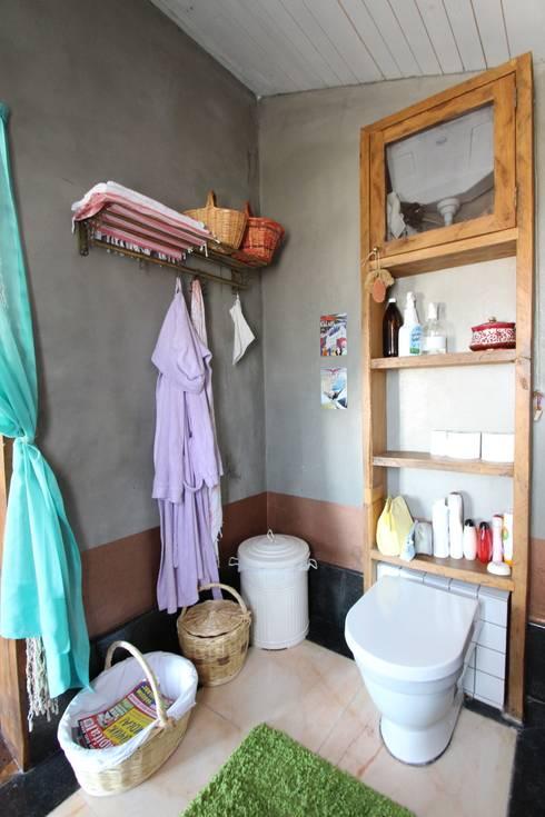 Orkun İndere Interiors: kırsal tarz tarz Banyo