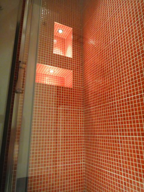 interno doccia : Soggiorno in stile in stile Moderno di studionove architettura
