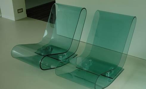 Low Chair Plastic (LCP00): moderne Woonkamer door The Maarten Van Severen Foundation