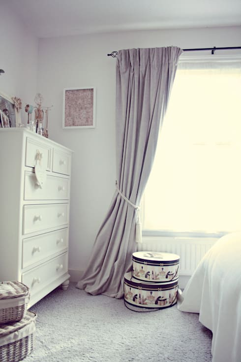A Country Cottage: country Bedroom by My Bespoke Room Ltd