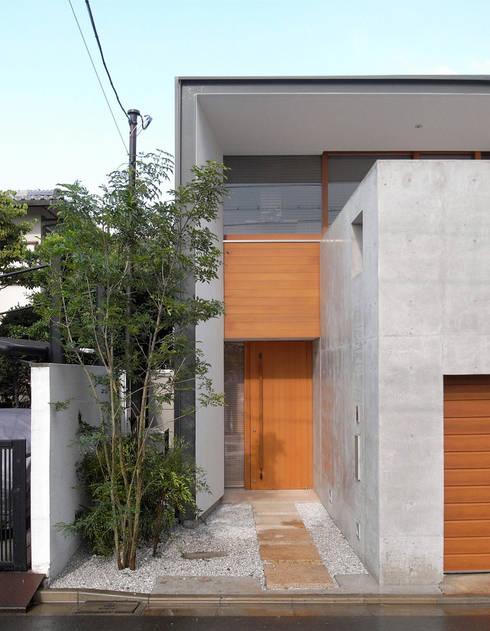 西側外観: スタジオ・アーキファームが手掛けた家です。