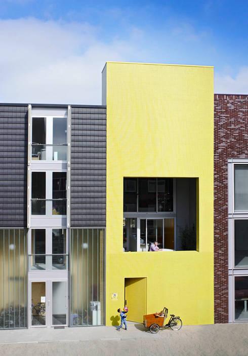 S-House: moderne Huizen door VMX Architects