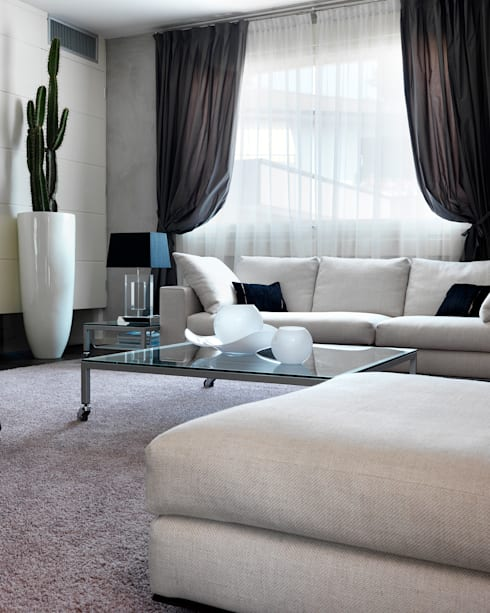 Wohnzimmer von Studio d'Architettura MIRKO VARISCHI
