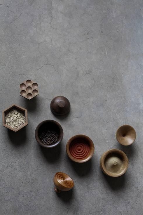 Baharat:  Woonkamer door Hozan Zangana studio