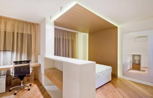Dormitorio :  de estilo  de LIMEX OBRES I PROJECTES S.L.