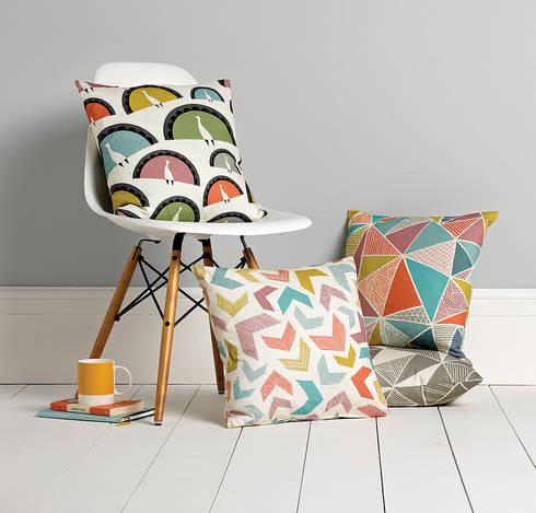 Cushions: scandinavian Living room by Sian Elin