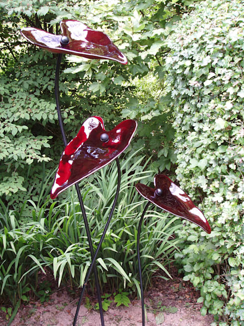 Red Glass Leaves:  Garden  by Glass designs UK