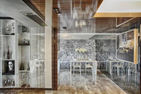 Literati Mansion   Guangzhou, China (ShowFlat): modern Dining room by Another Design International
