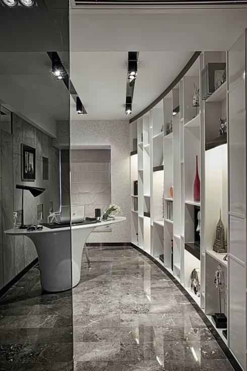 Literati Mansion   Guangzhou, China (ShowFlat): modern Study/office by Another Design International