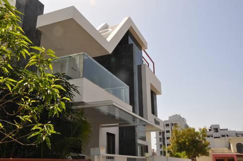 sheetal chaya: modern Living room by manoj bhandari architects