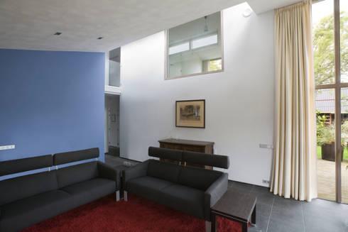 Woonhuis Pantekoek: moderne Woonkamer door Groeneweg Van der Meijden Architecten