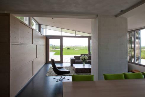 woonhuis Brinkman: moderne Woonkamer door Groeneweg Van der Meijden Architecten