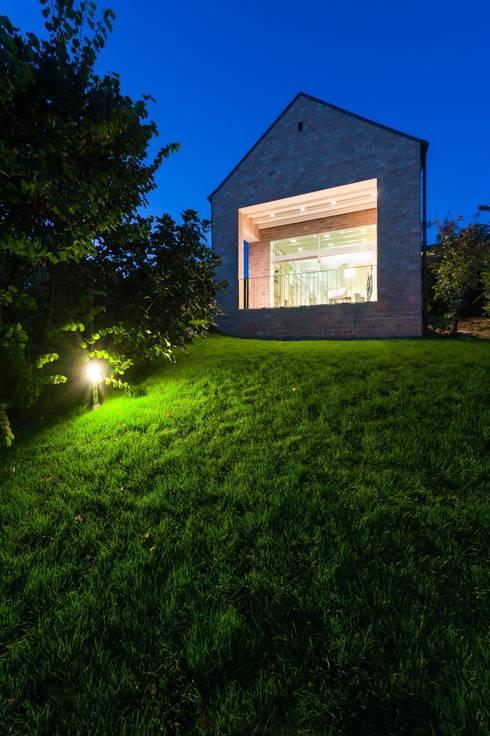 Sala de estar  por Földes Architects