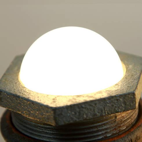 CACTUS: Oficinas y tiendas de estilo  de Mckorr Lamps