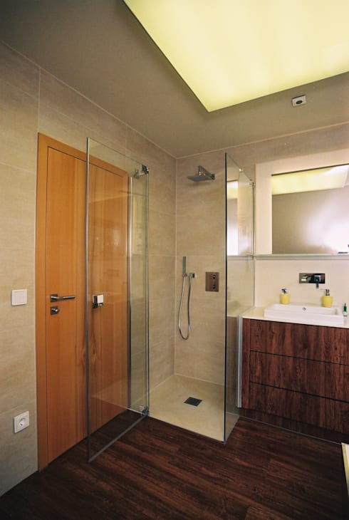 Sanierung eines Bades und eines Gästebades: ausgefallene Badezimmer von Ihr Einrichter Deco und Interieur Ralf Leuter