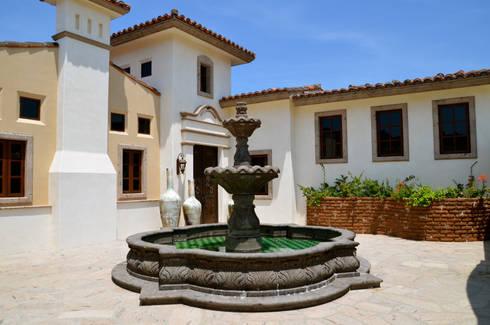 FUENTE: Balcones y terrazas de estilo colonial por Natus