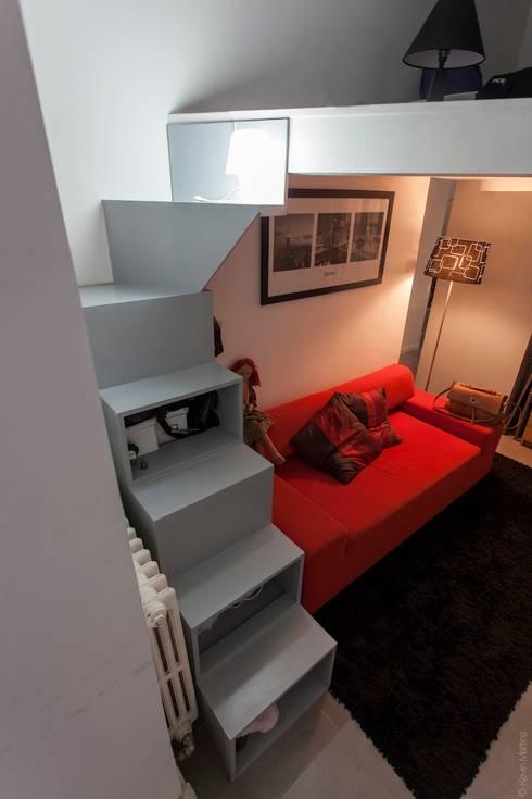 Petit appartement de ville: Salon de style de style Moderne par WM