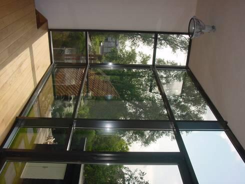 verbouw en uitbreiding koeienschuur tot villa: moderne Woonkamer door Friso ten Holt   architect  Msc lid BNA  - Studio Abbestede