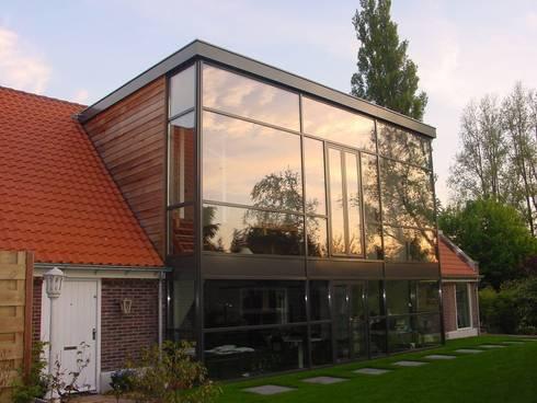 verbouw en uitbreiding koeienschuur tot villa: moderne Huizen door Friso ten Holt   architect  Msc lid BNA  - Studio Abbestede