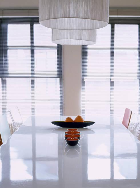 Loft Bianco - Paola Maré Interior Designer: Sala da pranzo in stile  di Paola Maré Interior Designer