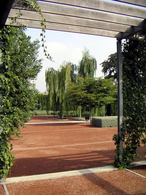 Jardín de las Hesperides: Jardines de estilo  de VAM10 arquitectura y paisaje