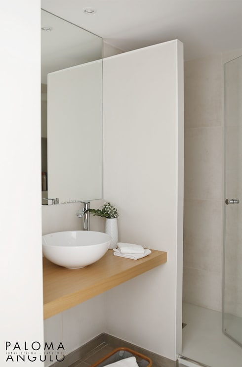 minimalistic Bathroom by Interiorismo Paloma Angulo