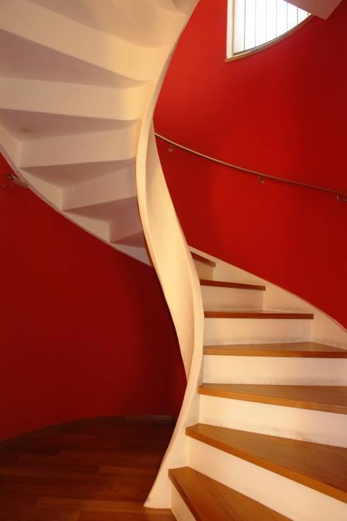 Casa privata MM: Ingresso & Corridoio in stile  di Studio di Architettura Manuela Zecca