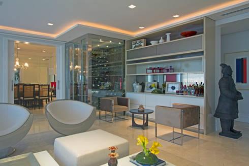 Apartamento Casal com filhos: Salas de estar modernas por Jóia Bergamo - Arquitetura e Design de Interiores