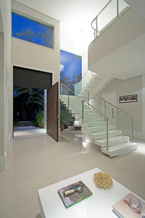 Casa de Praia: Casas modernas por Jóia Bergamo - Arquitetura e Design de Interiores