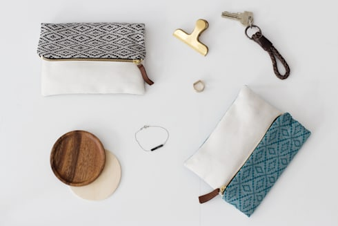 Handwoven Pouches: scandinavian Living room by bococo