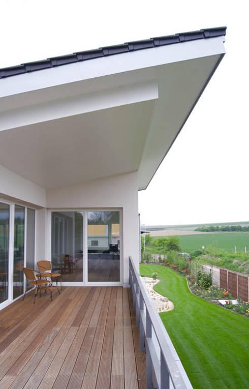 Einfamilienhaus in Osthofen:  Esszimmer von Julia Schlotter Design