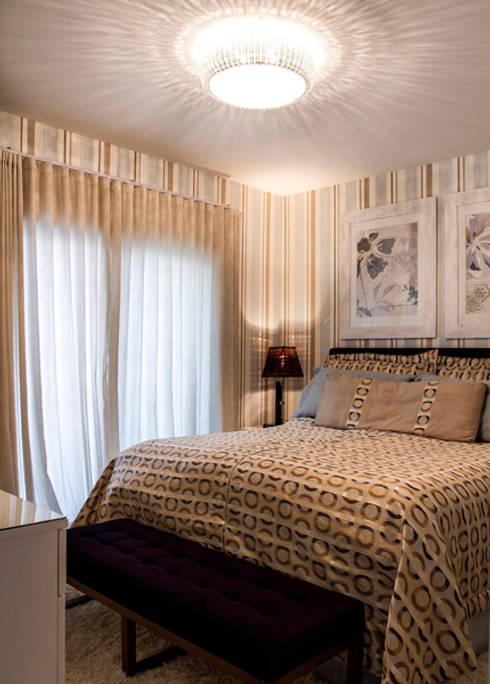 Suíte: Sala de estar  por Andréa Gonzaga