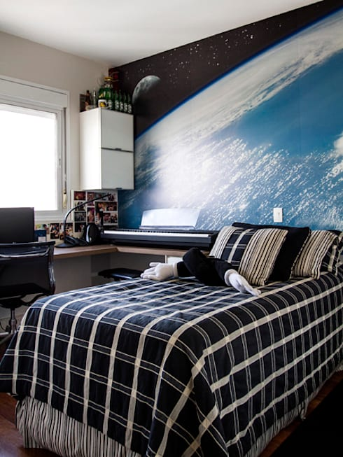 quarto do menino: Sala de estar  por Andréa Gonzaga