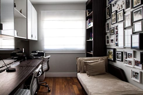 escritório: Sala de estar  por Andréa Gonzaga