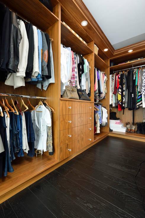 Bespoke Walnut Dressing Room: classic Dressing room by Room