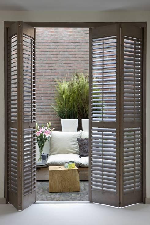Puertas y ventanas de estilo  por Ihr Einrichter Deco und Interieur Ralf Leuter
