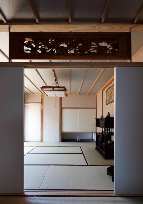 宇佐の家: 俵・小畠建築設計事務所  / Tawara・Obatake Architect & Associatesが手掛けた和室です。