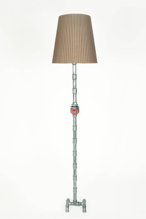 MFL04: Salones de estilo industrial de Mckorr Lamps