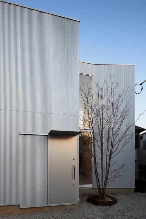 Casas de estilo  de 山﨑健太郎デザインワークショップ