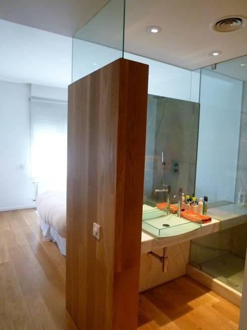 Habitaciones de estilo moderno por Maroto e Ibañez Arquitectos