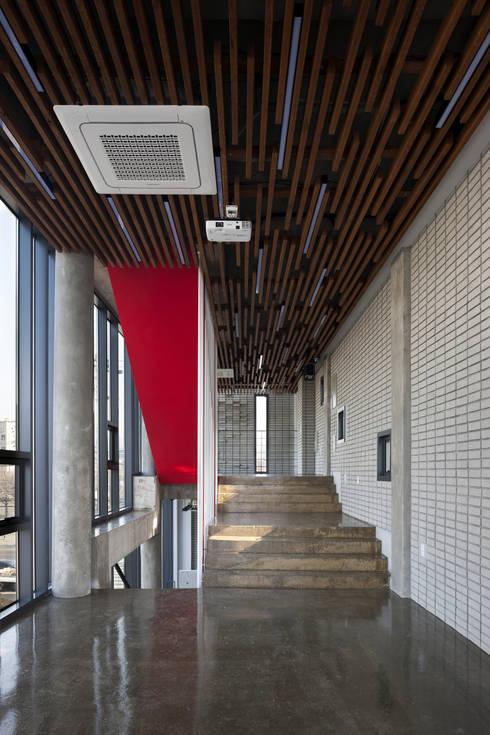 Sinjinmal Building: studio_GAON의  주택