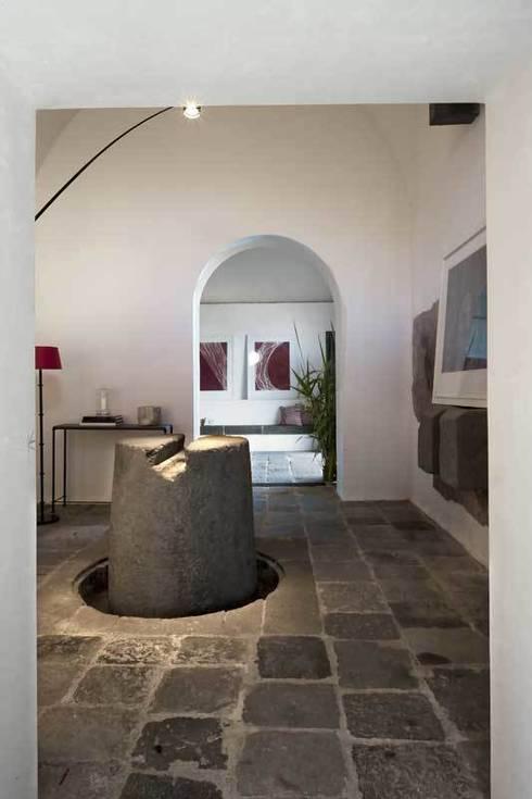 Ville di Sicilia: Pareti & Pavimenti in stile  di Fratelli Lizzio SRL