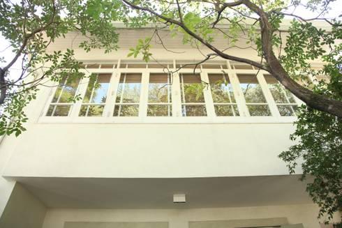 Fachada: Casas modernas por Ornella Lenci Arquitetura
