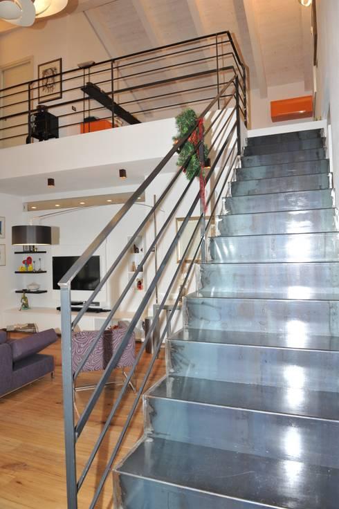 """CASA """"ROERO"""" _ VILLA PRIVATA IN COLLINA _ CUNEESE _ PIEMONTE: Case in stile  di ENRICO MARCHIARO _ eMsign Studio _ Architettura_Interior Design"""