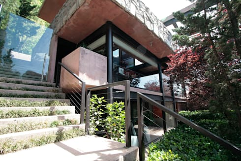 Casa Lau: Casas de estilo moderno por Serrano Monjaraz Arquitectos
