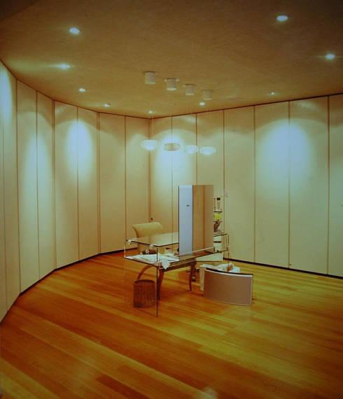 Casa KM:  de estilo  por Serrano Monjaraz Arquitectos