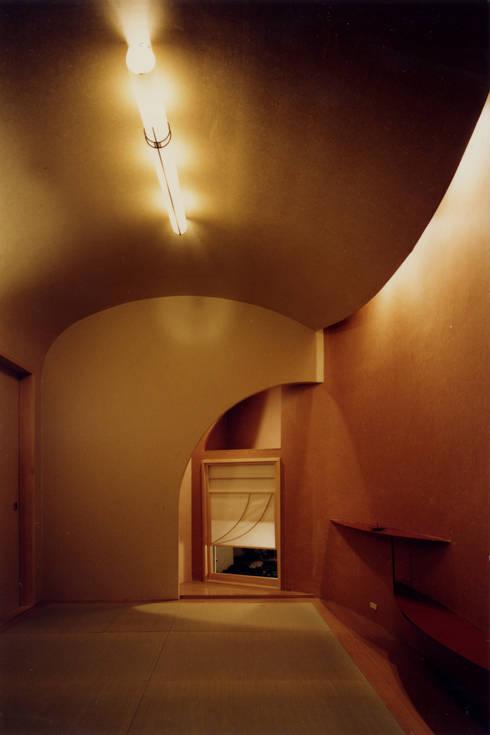 レストランぽてと: 歌一洋建築研究所が手掛けたオフィススペース&店です。